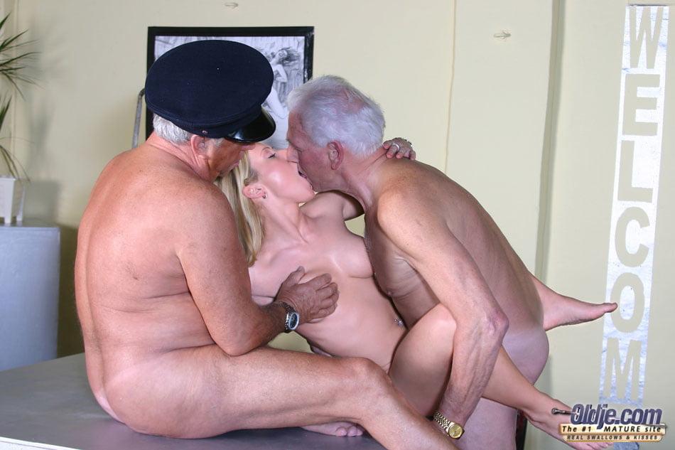 Mature Kissing, Porn Galery