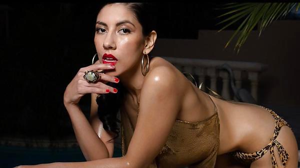 Nude stephanie beatriz Stephanie Beatriz