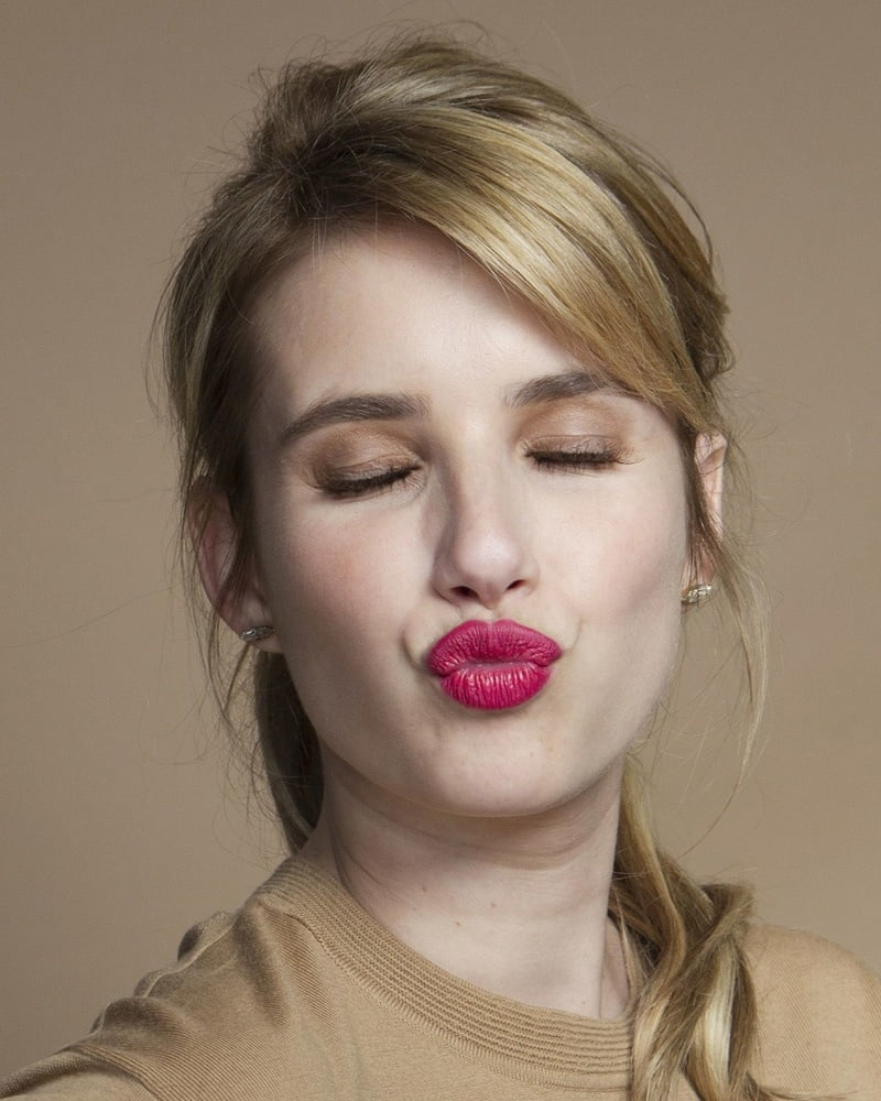 Kiss Kiss - 34 Pics