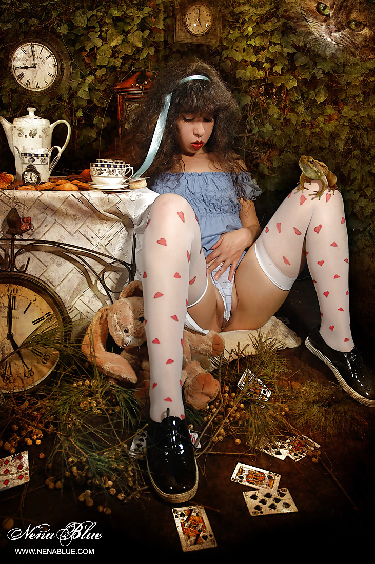 alice-in-wonderland-naked-wet-girl-cum