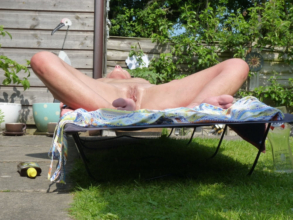 Neighbor nude tanning — img 6