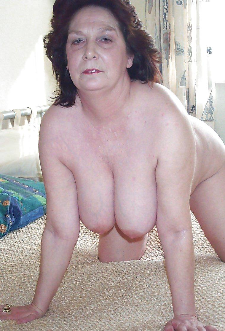 Сиськи пожилых баб, смотреть очень необычное порно с самым большим членом