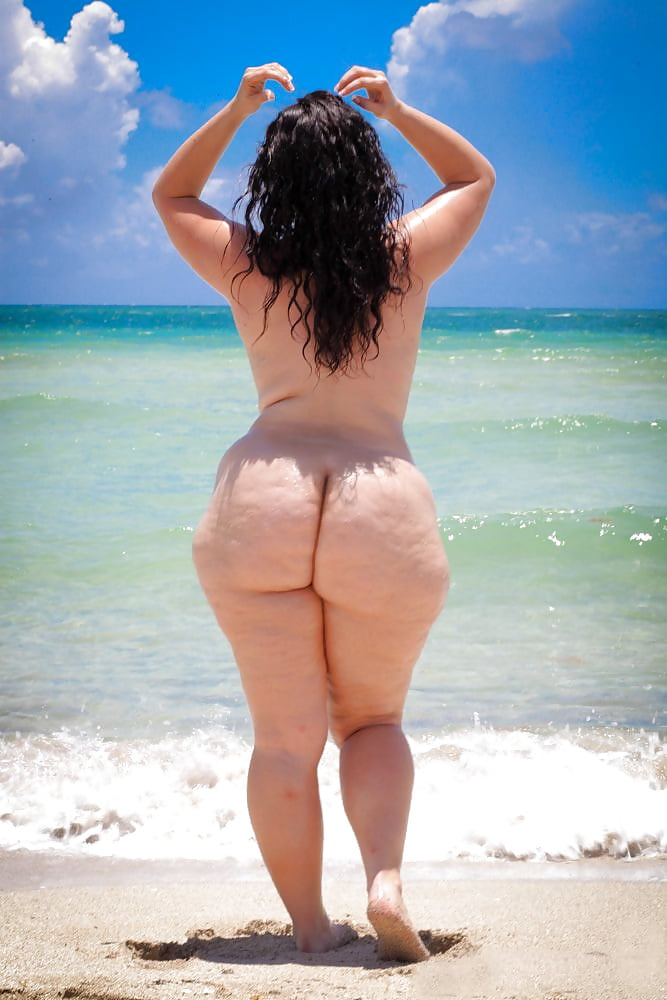 phat-ass-on-nude-beach