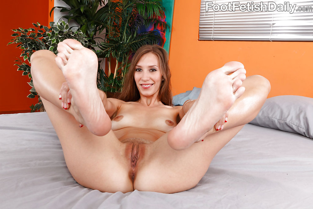 Play free feet porn galleries little girl
