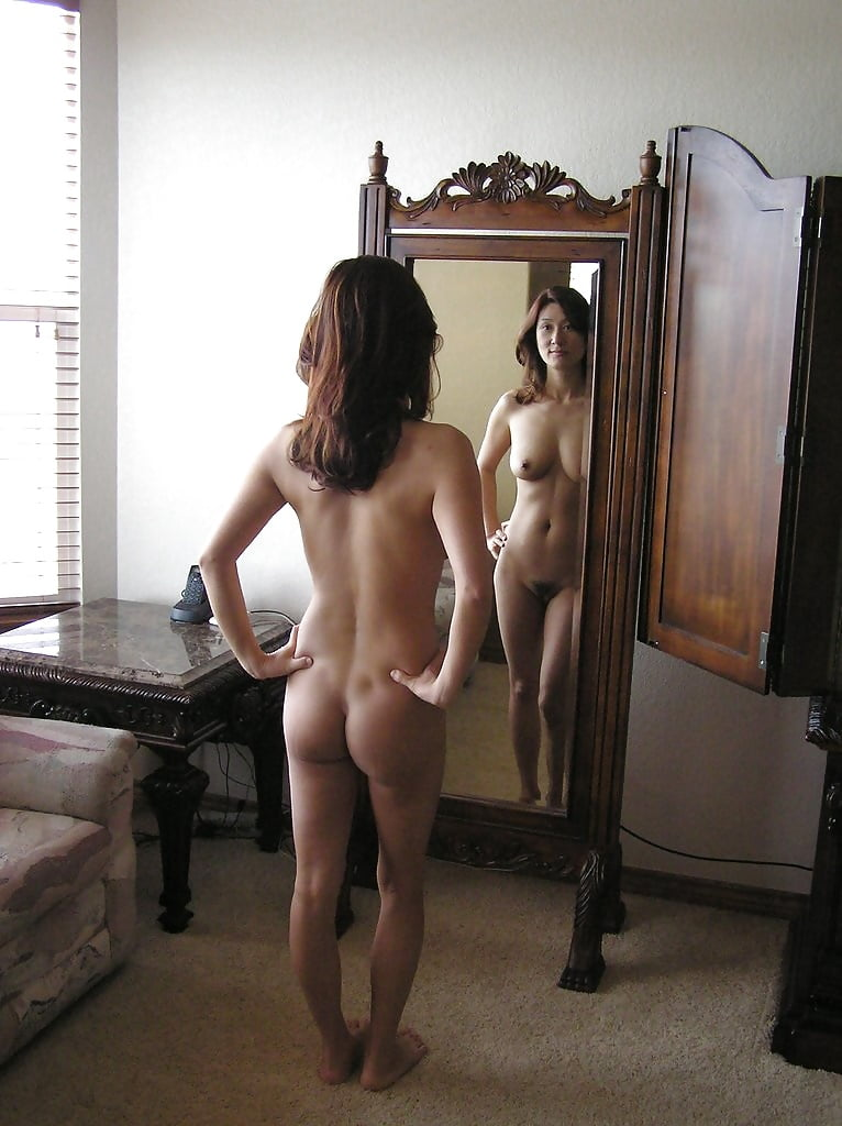 Girl naked in room pics — img 2