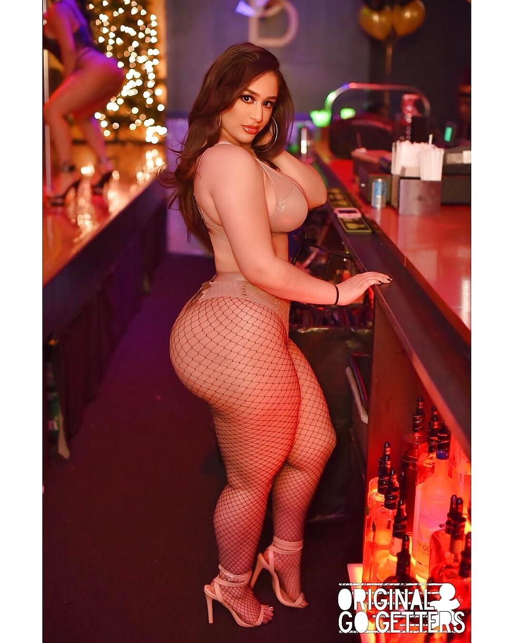 Sexy ass butt striptease