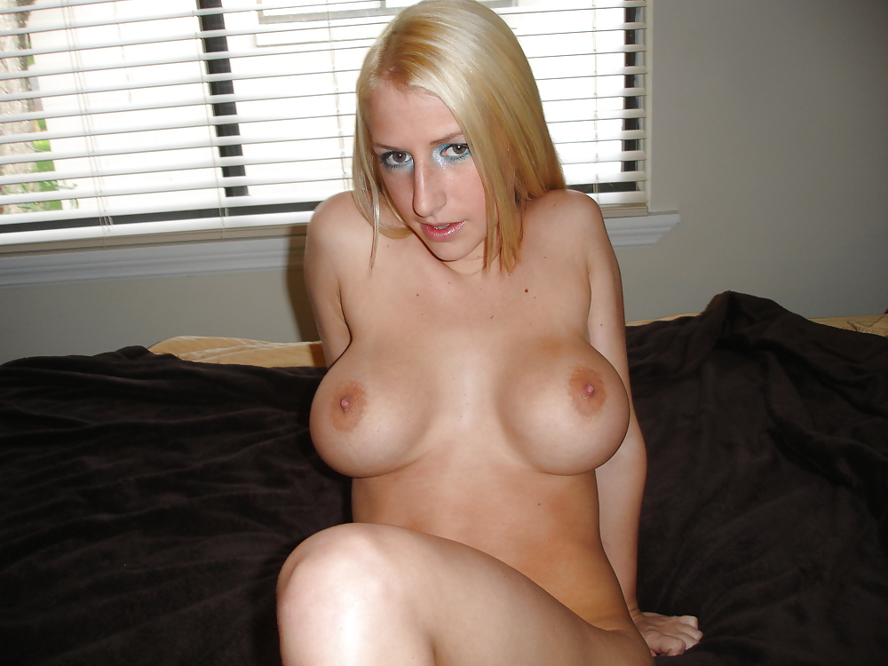 Busty blonde amateur tranny solo plays