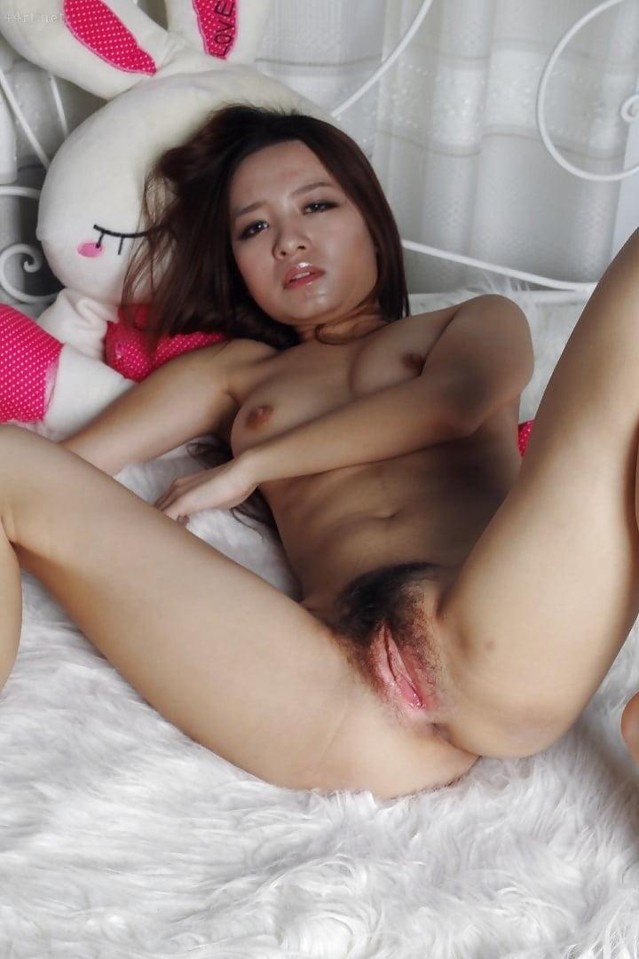 Смазки девушки фото китаянка показывает пизду мужик