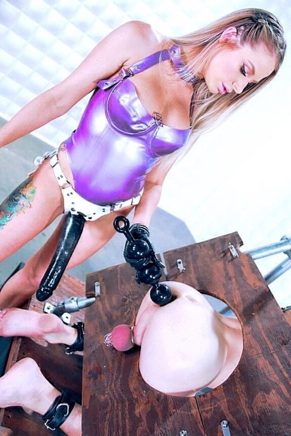 Strapon girls - 348 Pics