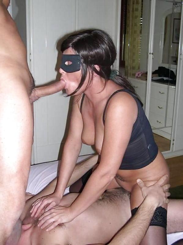 svingeri-russkie-s-zavyazannimi-glazami-horoshie-porno-porno