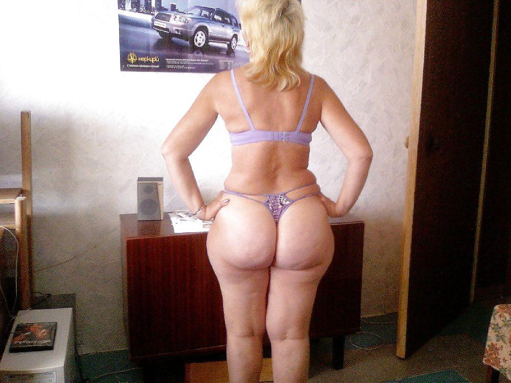 sex-matures-in-g-strings