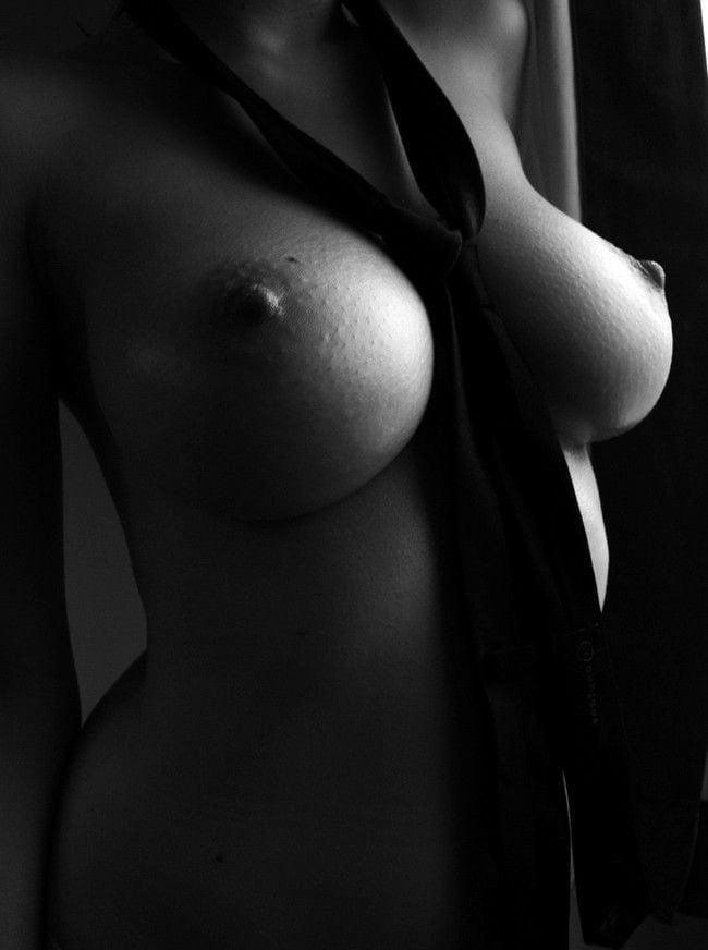 черные и белые сиськи