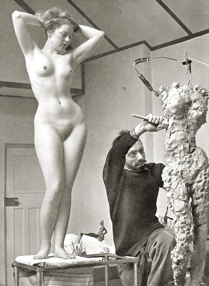 фото голых девушек в мастерской наших