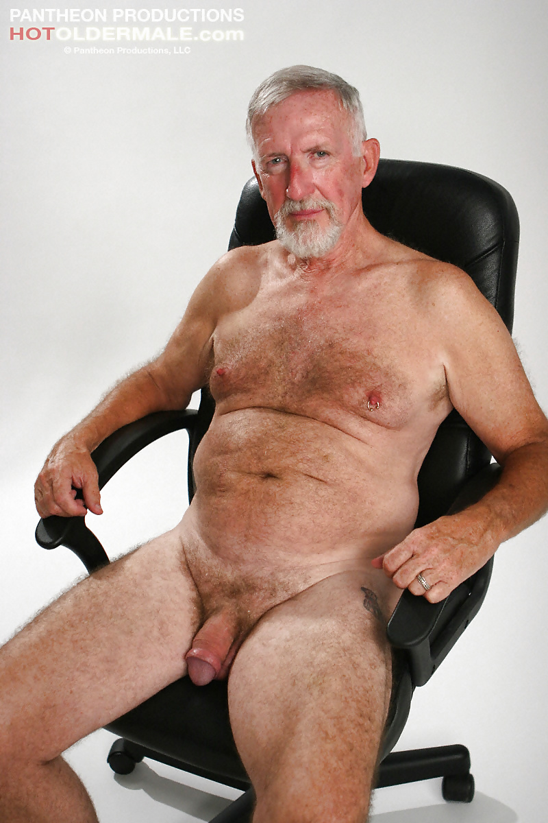 cute-old-men-nude-into