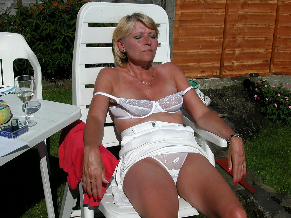 mature-slips-pictures-girls