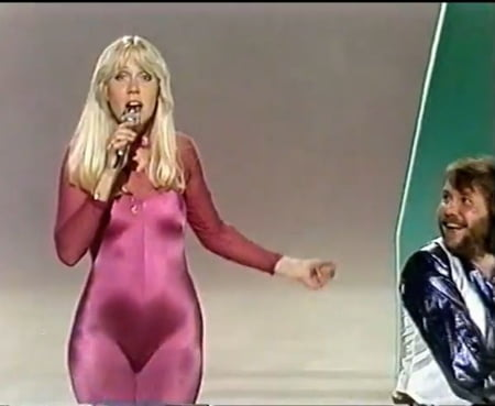 Upskirt abba Holly Willoughby