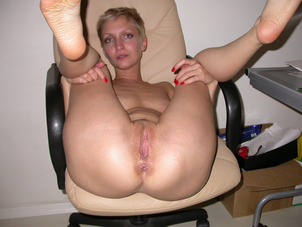 зрелая короткостриженная блондинка порно фото всего