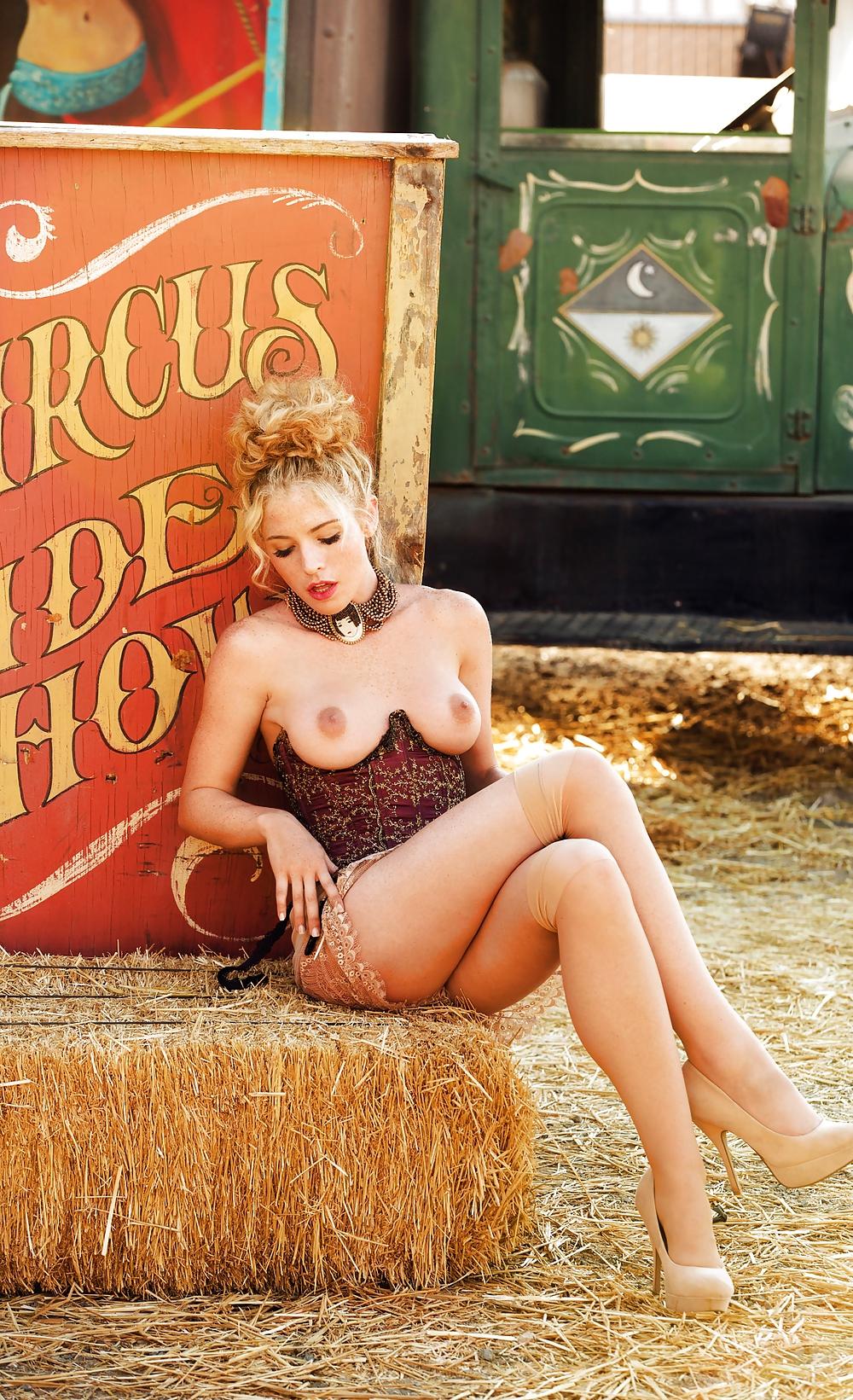 Эротические циркачки фото, фото пизды влагалище бьянка