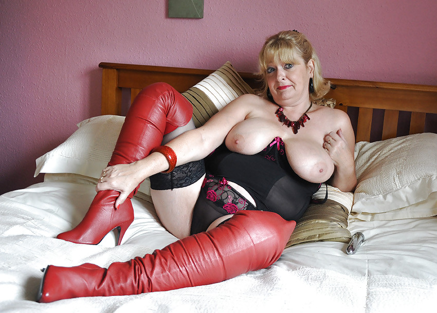 Mature women in sex by fucked