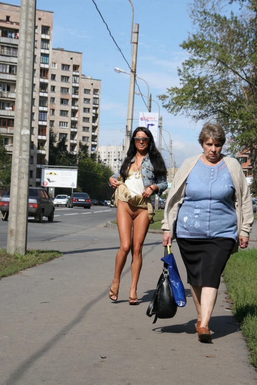 Онлайн девушки эротическое девушка с коляской фото стоя жопу телок