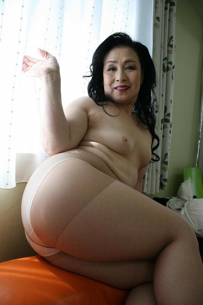 Big ass asian porn masturbation asian pear flaunts the biggest ass in asia