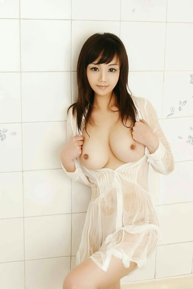 Nice South Korea Adult Model Posing Nude