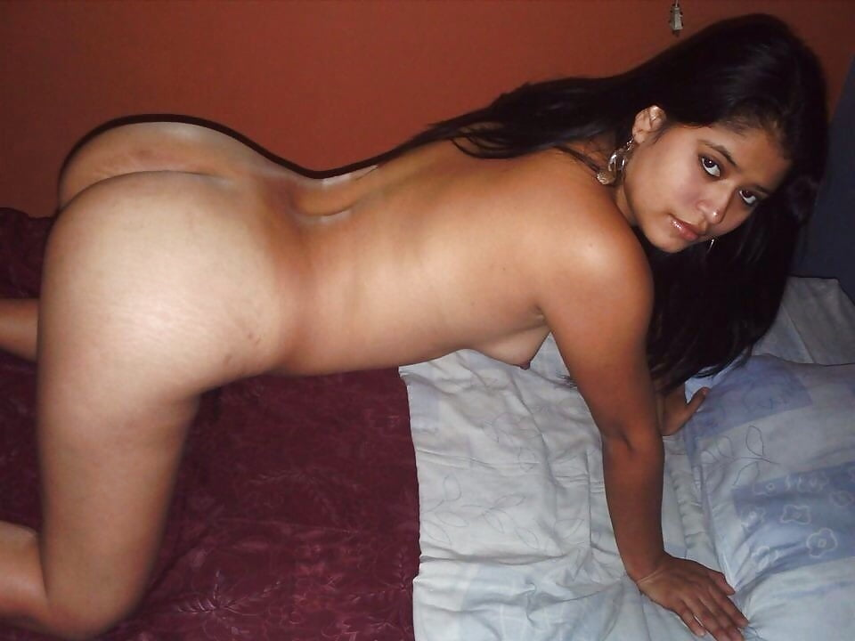 Nude sexy young girl at honeymoon — img 4