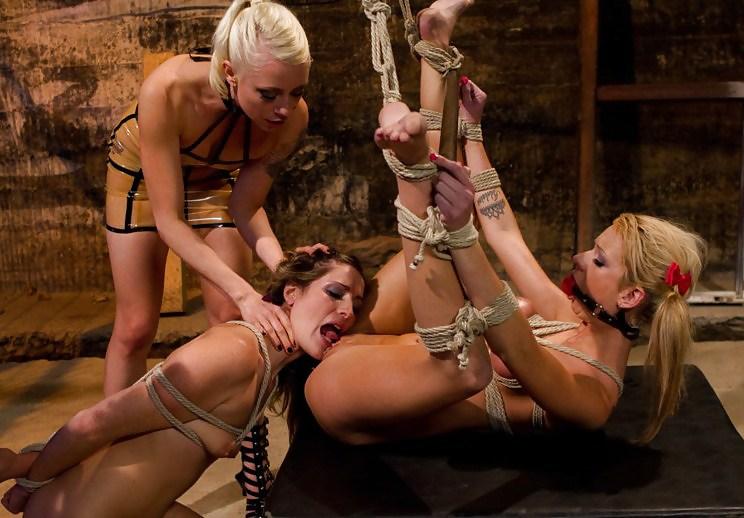 фото лесбийское наказание рабыни - 11