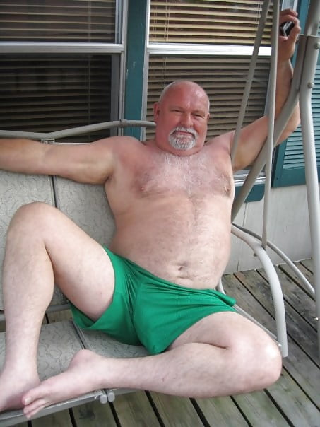 excited-naked-old-men-xxl-gifs-gag-a-slut-deep
