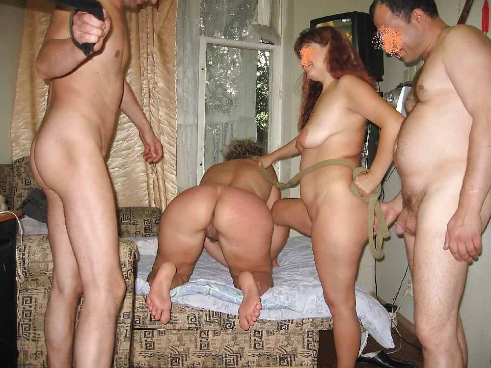 Свингеры порно групповуха на улице зрелых