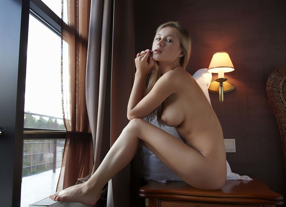 Felicity Nude In Graphica