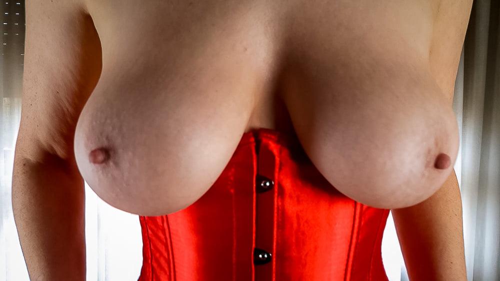 Red Corset - 21 Pics
