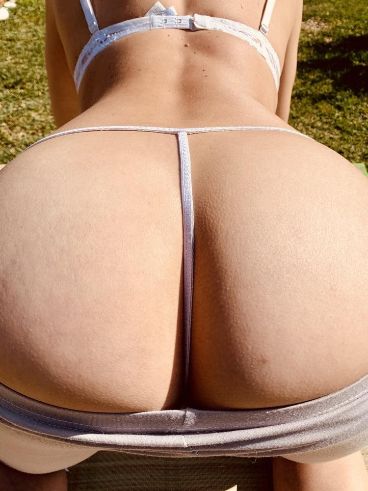 Hot wife - 8 Pics