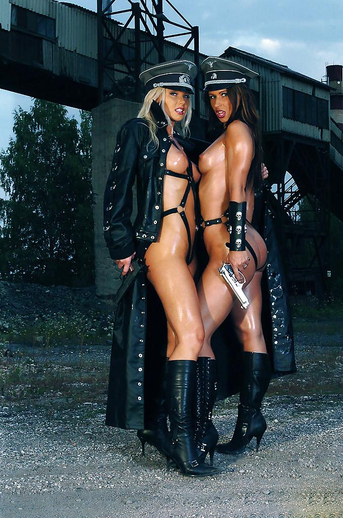 Порно фото в форме немецкой, показать очень большие задницы жопы попы девушек женщин всего мира