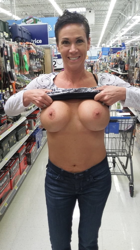 Select Smiling Women with their Tits Out 059