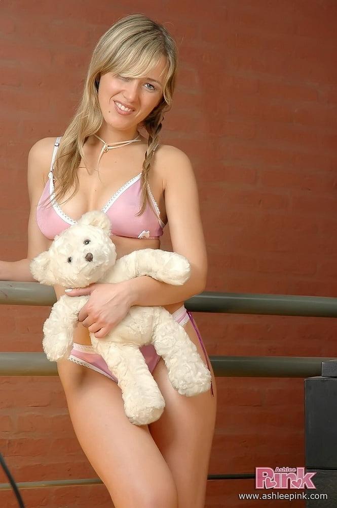 Ashlee Pink - 82 Pics