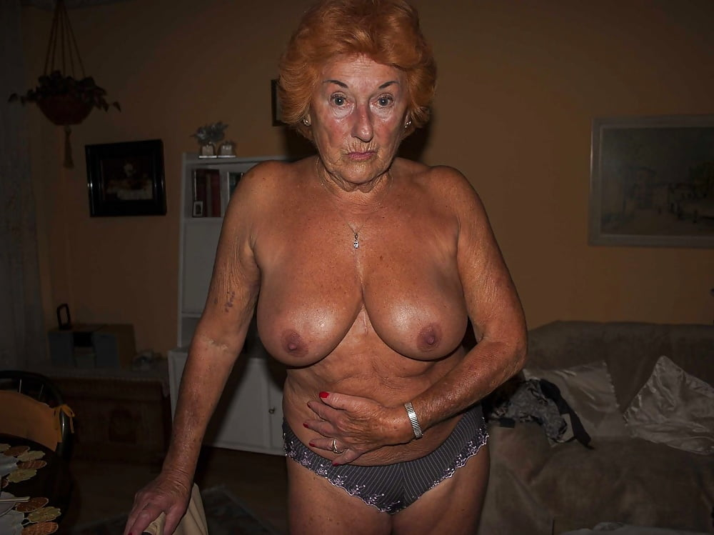 grannies-shows-tits