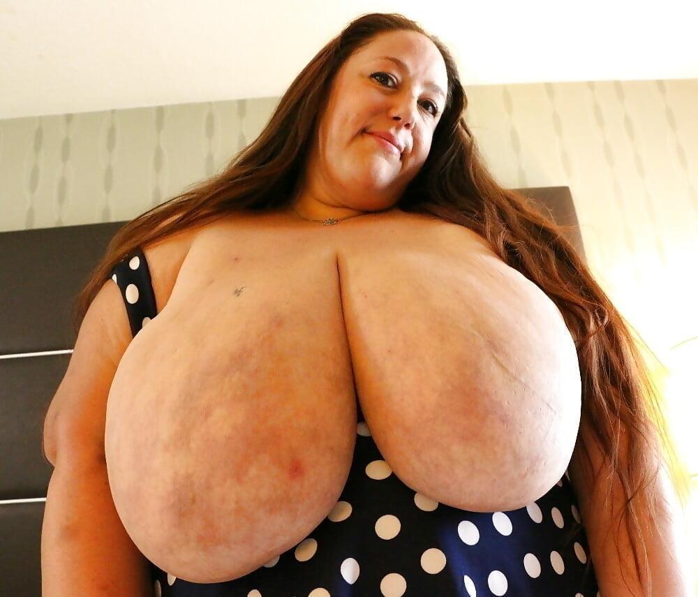 Huge bouncing tits