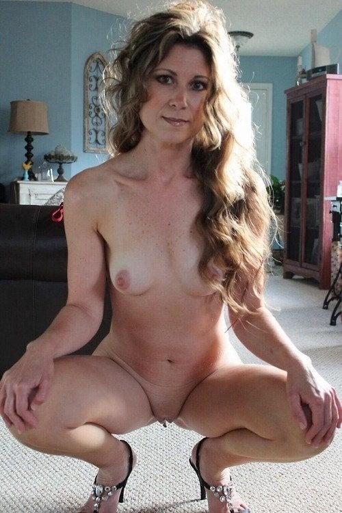 Nude flashing hidden cam