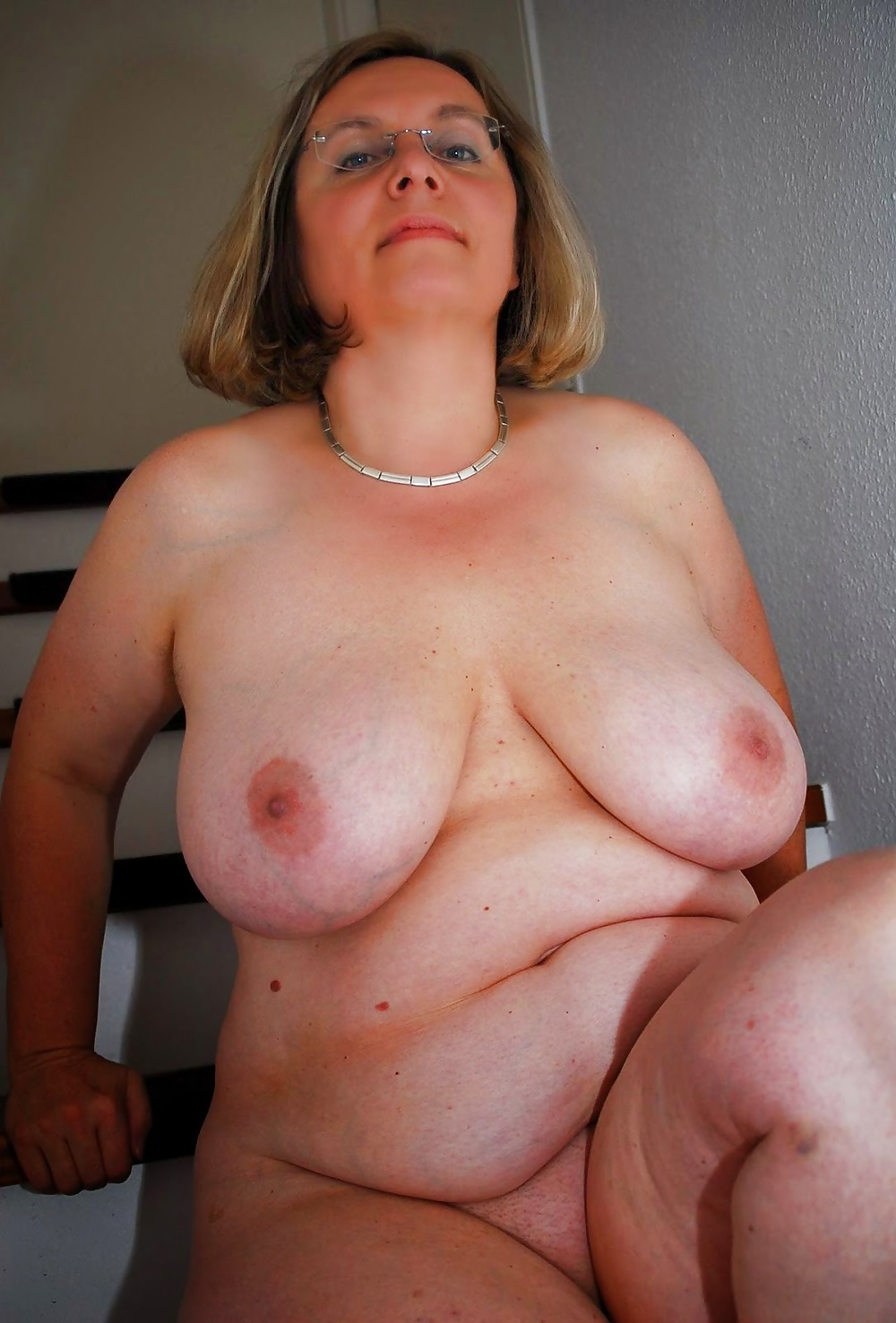 толстушка мамочка раздевается