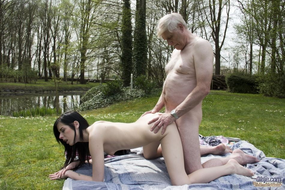 Showing porn images for old man outdoors porn