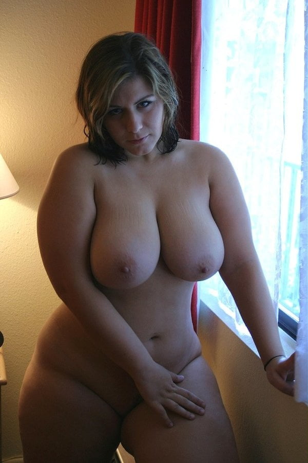 Full women with sexy curves - 14 Pics