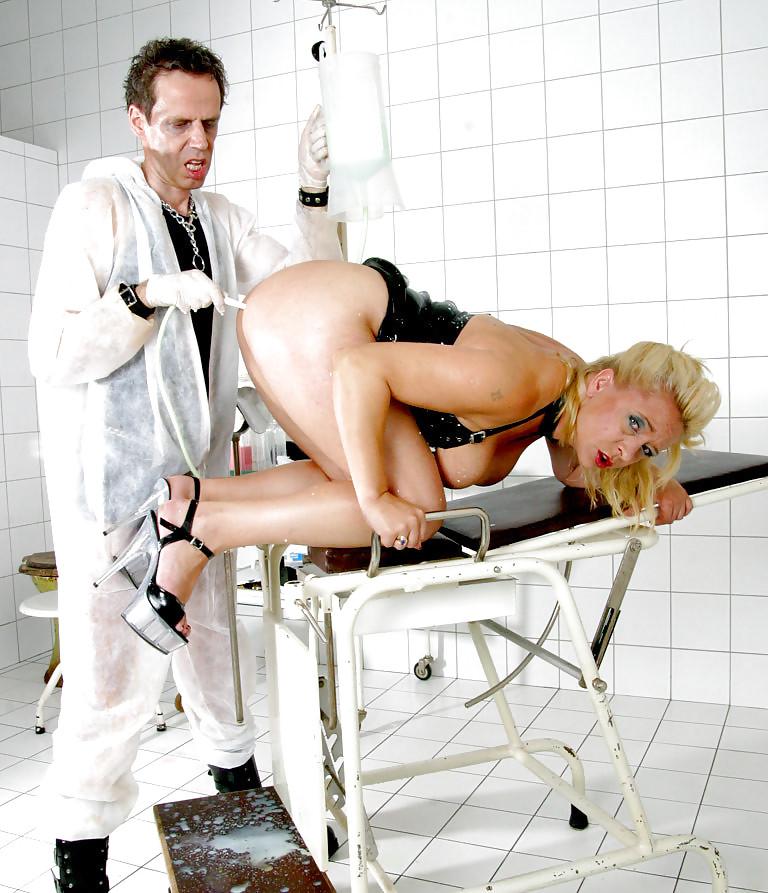 Эротичное обследование девушки у проктолога, порно много спермы фонтан
