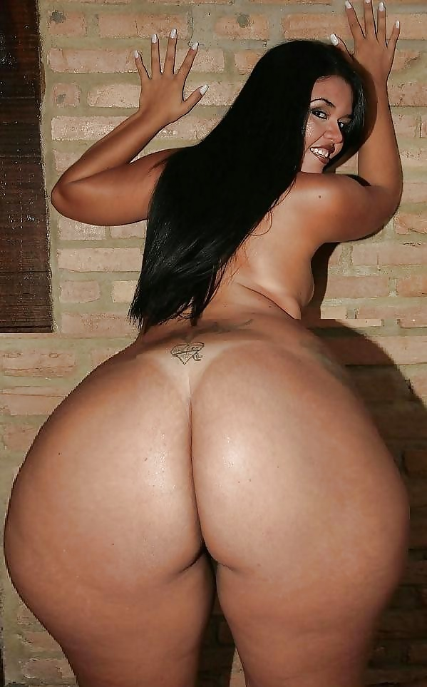 Daylene rio shows off her huge tits and fat ass