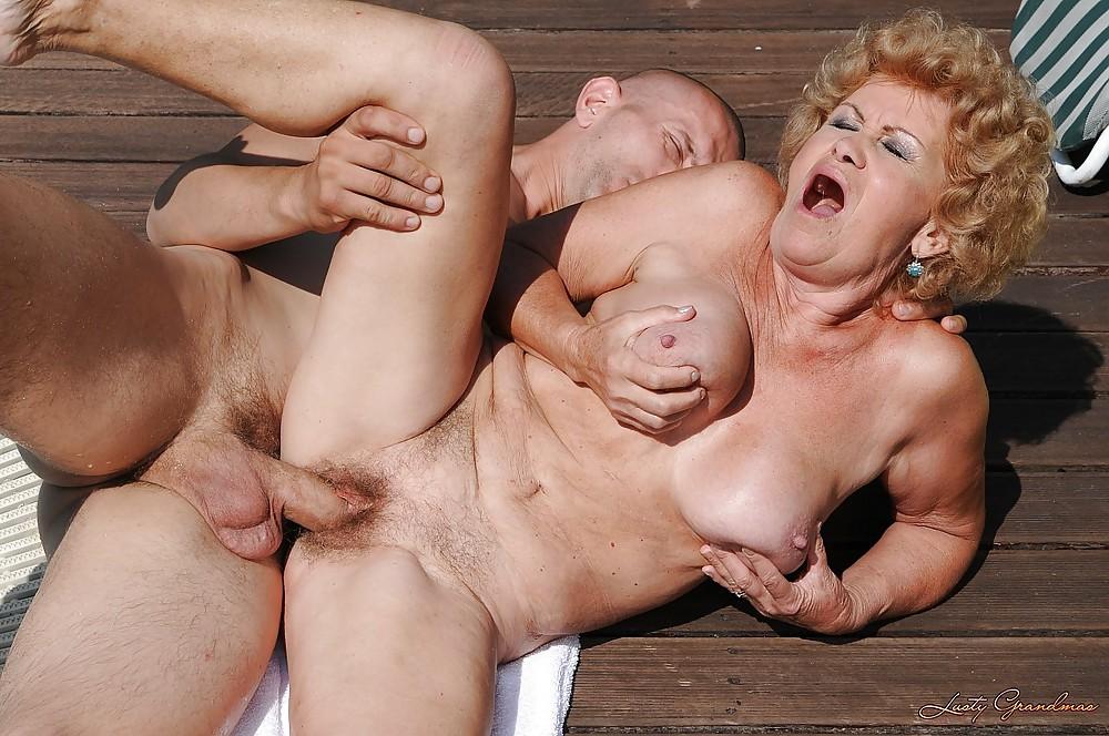 Пожилые бабы ебутся с молодыми фото, старый гинеколог трахается на приеме