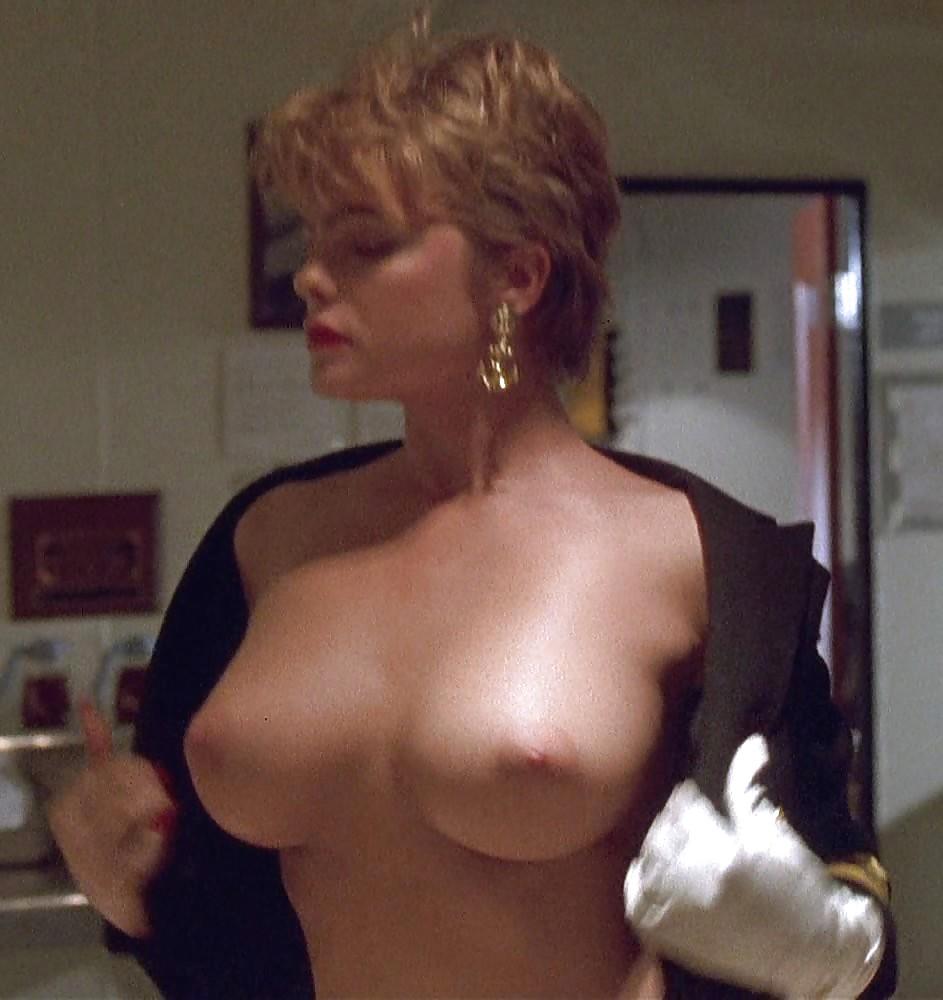 Съем голая эрика элениак из фильмов порно видео новосибирска выездом