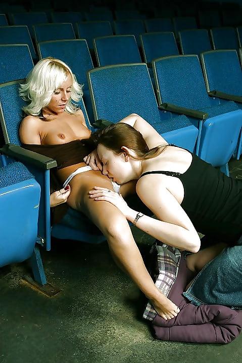 лесбиянки в кинотеатре секс смотреть