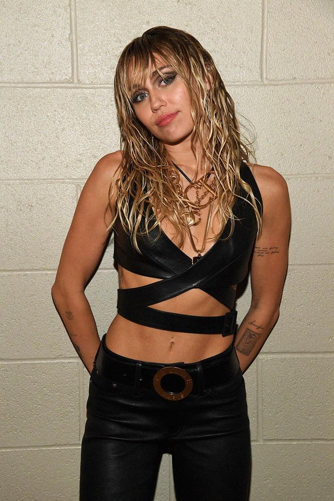 CumTastic Miley - 11 Pics