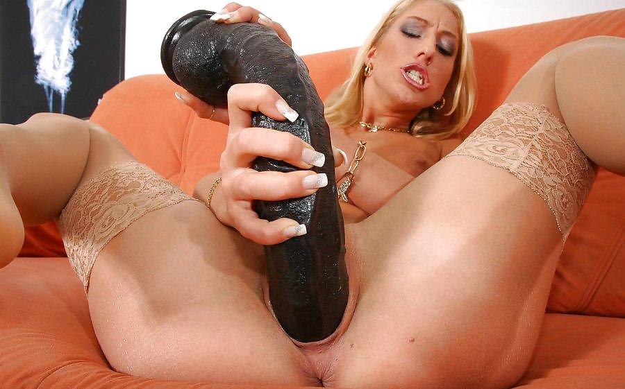 black-pussy-massive-dildo