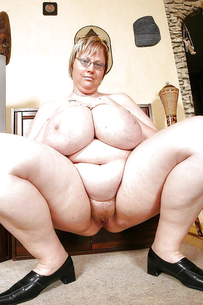 Fat old woman with big tits gets kinky